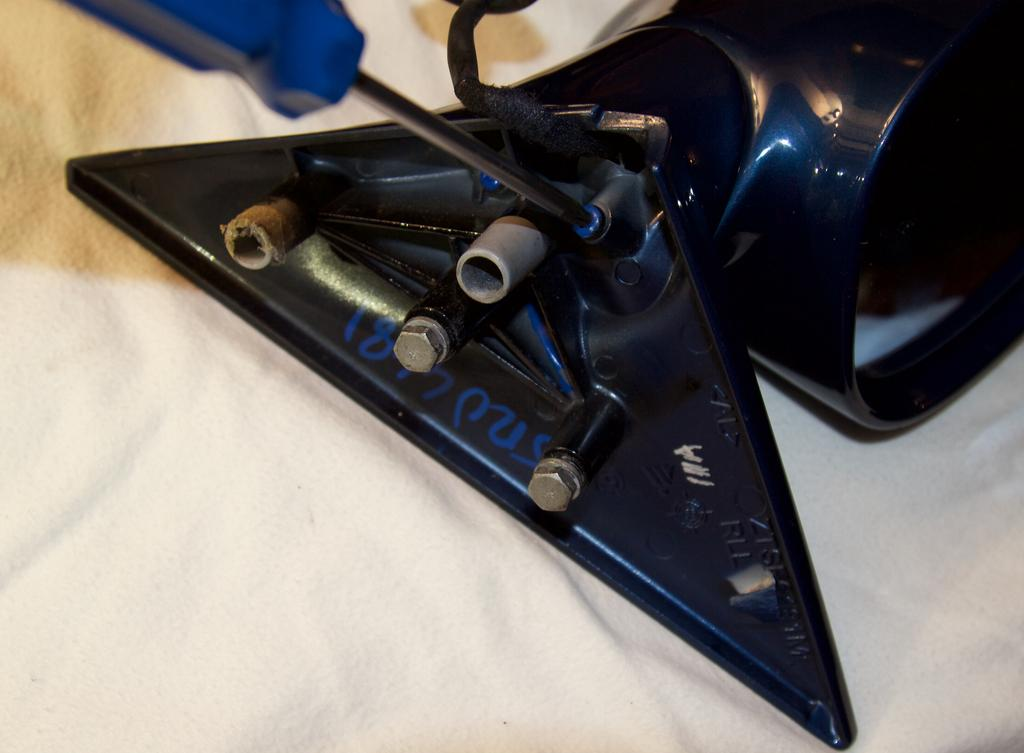 How To Fix a Wobbly Loose Wing Mirror E46 M3 (picture 21)